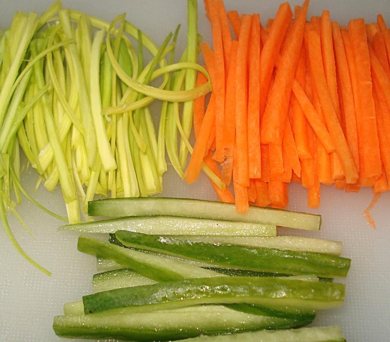 Recette bricks de crevettes roses fa on nems - Facon de couper les legumes ...