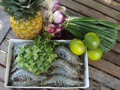 Crevettes, Ananas, Oignons rouges et Citrons verts