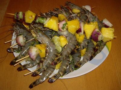 Brochettes de crevettes et d'ananas